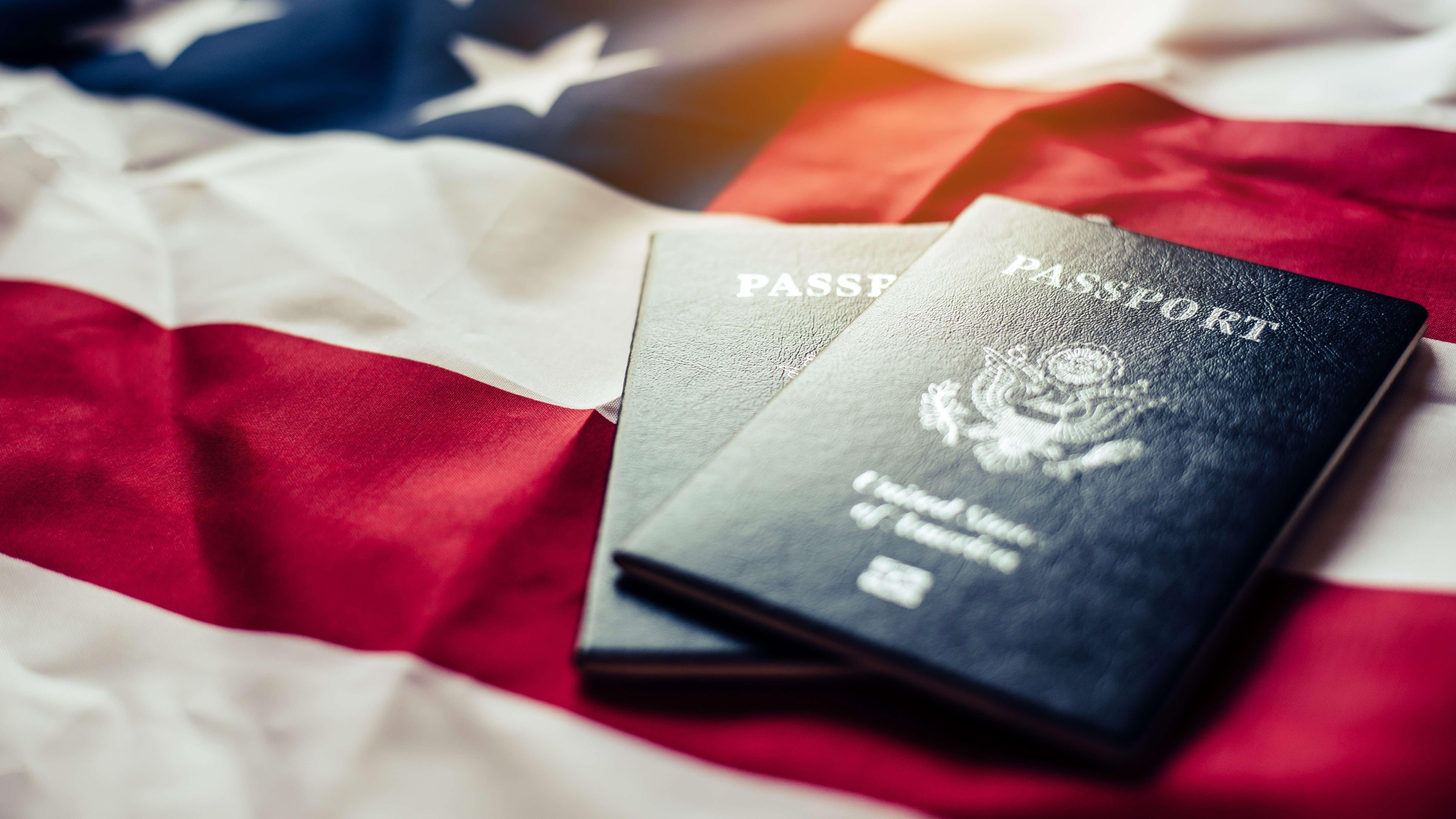 passeport américaine sur un drapeaux des USA, Restrictions d'entrée aux états-unis
